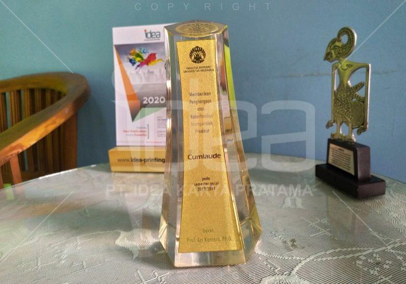 Piagam Penghargaan Cumlaude