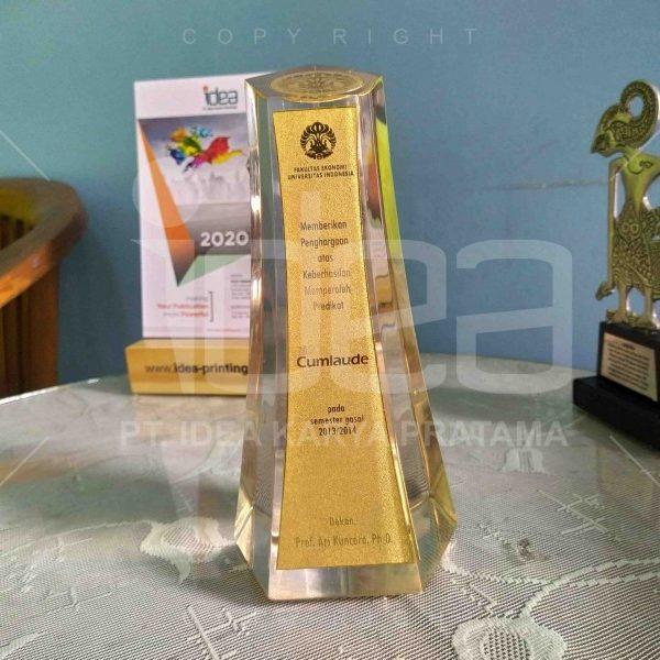 Piagam-Penghargaan-Cumlaude-scaled